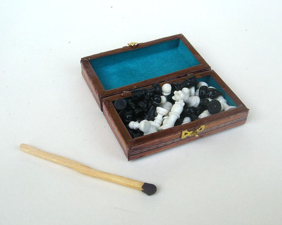 Miniature chess set